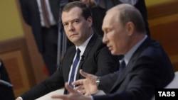 Орус президенти Владимир Путин жана премьер-министр Дмитрий Медведев.