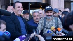 Armenia - Businessman Gagik Tsarukian (L) and protest leader Nikol Pashinian speak to reporters in Yerevan, 2 May 2018.