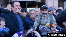 Armenia - Businessman Gagik Tsarukian (L) and protest leader Nikol Pashinian speak to reporters in Yerevan, 2 May 2018.