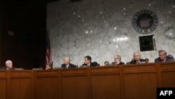 Pamje e Komitetit të Senatit për raporte të jashtme gjatë një mbledhjeje