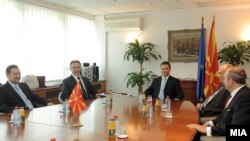 Средба меѓу поранешните премиери на Mакедонија, Љубчо Георгиевски, Бранко Црвенковски, Никола Груевски, Хари Костов и Владо Бучковски.