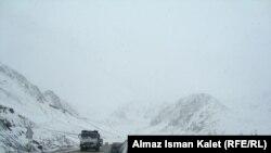 Перевал Тоо-Ашуу на автотрассе Бишкек - Ош с южной стороны.