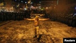 Участники акции протеста не позволили милиции занять площадь Независимости