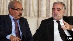 Министр юстиции переходного правительства Ливии Мохаммед аль-Аллаки принимает Луиса Морено-Окампо в международном аэропорту Триполи