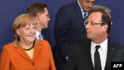 Germaniýanyň kansleri Angela Merkel (Ç) we Fransiýanyň prezidenti Fransua Holland, Brýussel, 18-nji oktýabr 2012 ý.