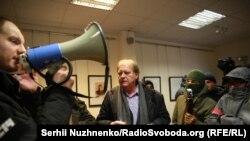 Константин Воробьев общается с участниками нападения