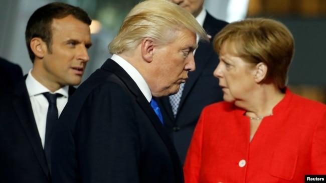 Nakon izbora Trampa sve veće razmimoilaženje EU i SAD (na fotografiji: Makron, Tramp i Merkel)
