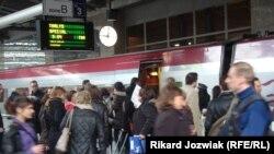ბრიუსელი: ევროპის პარლამენტის წევრები ემზადებიან სტრასბურგში მატარებლით გასამგზავრებლად