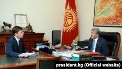 Алмазбек Атамбаев и Сапар Исаков. 4 ноября 2017 года.