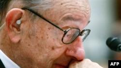 گرينسپن، بحران کنونی بازارهای مالی را به يک «سونامی اعتباری» تشبيه کرد که هر قرن يک بار روی می دهد. (عکس: AFP)