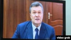 Віктор Янукович під час засідання суду, 25 листопада 2016 року (кадр із відео)