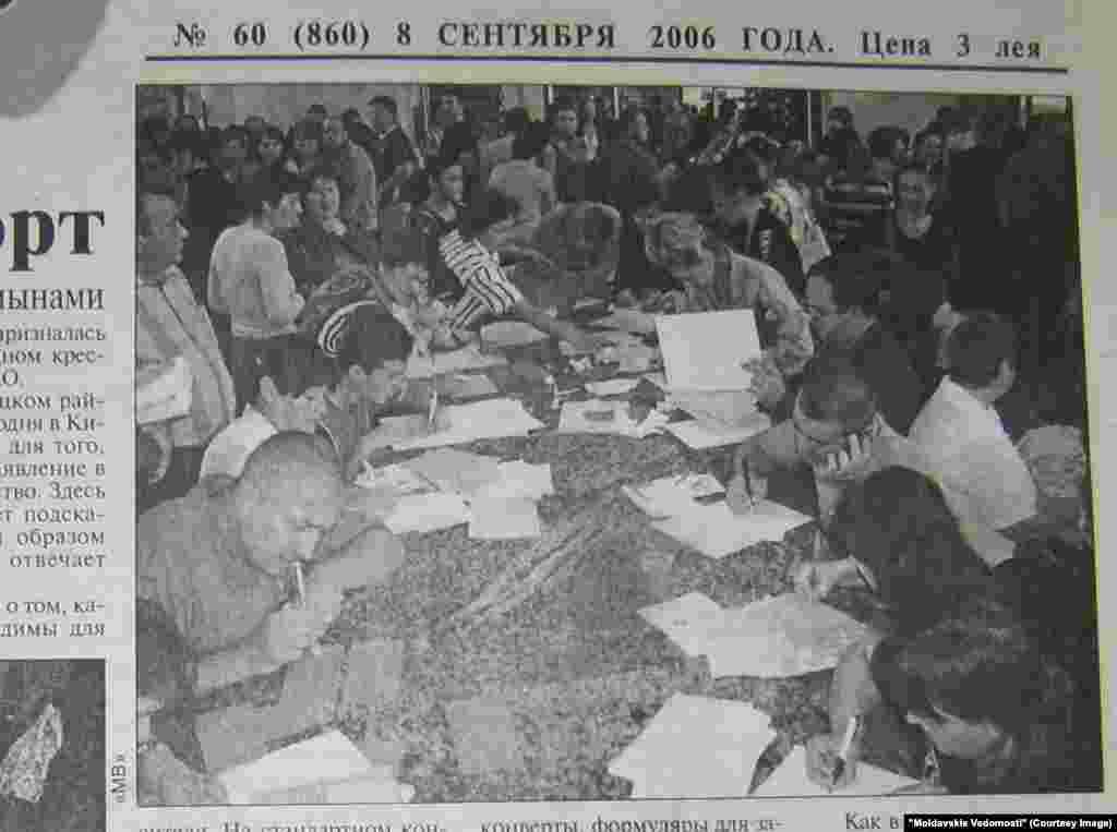 """""""Moldavskie Vedomosti"""", 8 septembrie 2006. Odată cu aderarea României la UE începea lupta pentru paşaportul european. Primul pas - trimiterea scrisorilor recomandate pentru programare la depunerea dosarului de redobândire a cetăţeniei"""