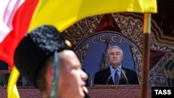 По мнению экспертов, обновление исполнительной власти позволило бы Леониду Тибилову набрать политические очки в преддверии выборов