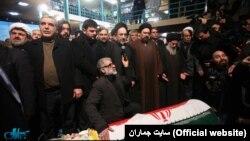 وبسایت جماران، پس از انتشار تصاویری از محمد خاتمی در مراسم خواندن نماز بر پیکر صادق طباطبایی، فیلتر شده بود.