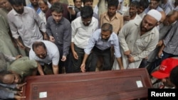 Relatives and colleagues carry the casket of journalist Syed Saleem Shahzad, whose body was found abandoned in a canal on May 31.