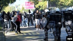 Sukob policije i protivnika Parade ponosa u Podgorici, oktobar 2013.