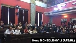 Объединенное заседание двух парламентских комитетов проходило в напряженной обстановке