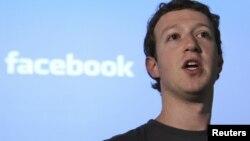 Марк Цукерберг facebook жөнүндө сүйлөп жатат. 2011-жылдын апрели.