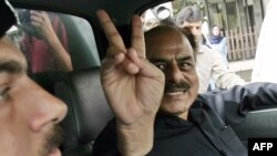 "Former Inter-Services Intelligence head Hamid Gul gives a ""victory"" sign after his arrest under a state of emergency in Islamabad in 2007."