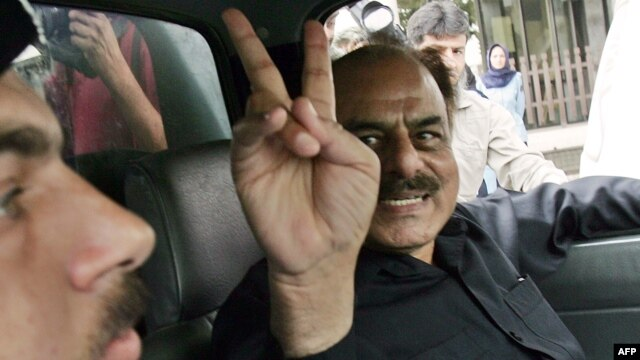 Former Inter-Services Intelligence director Hamid Gul after his arrest in Islamabad in 2007