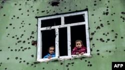 Turkiya sharqidagi asosan kurdlar yashovchi Silopi shaharchasidagi so'nggi otishmalar izi.