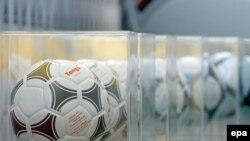 Офіційний м'яч ЄВРО-2012, представлений у Києві 2 грудня 2011 року