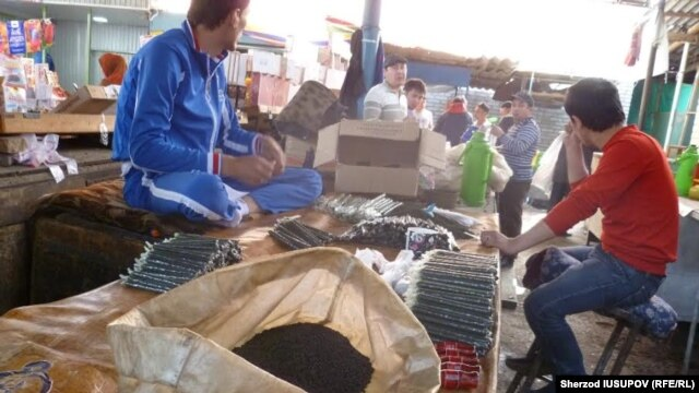 Uzbek authorities have targeted bazaars for what they perceive to be their role in spreading extremist ideas. (file photo)