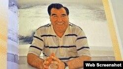 Обложка фотоальбома про президента Таджикистана Эмомали Рахмона. Пекин, 18 ноября 2015 года.