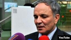 Председатель Совета печати, учредивший номинацию «Друг журналистов» Афлатун Амашев, 25 ноября 2013