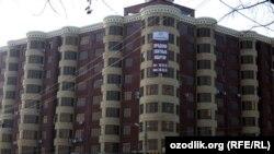 Многоэтажный дом в центре Ташкента.