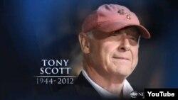 تونی اسکات با فیلم اکشن و بسیار پرفروش «تاپ گان» در سال ۱۹۸۶ میلادی بود که به عنوان فیلمسازی مطرح جایگاهش را تثبیت کرد.