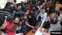 Голосование на одном из избирательных участков, 5 мая 2013 г.