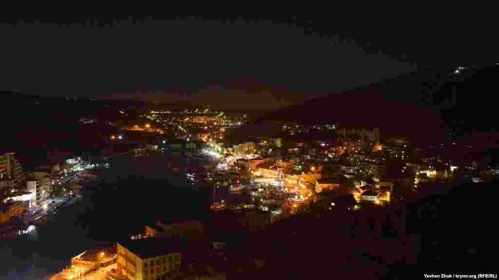 Ночная Балаклава. Вид с генуэзской крепости Чембало