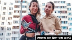 Анастасия Дмитриева (справа)