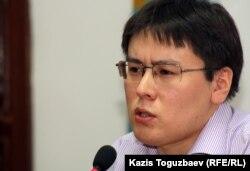 Оппозиционный активист Жанболат Мамай выступает на пресс-конференции о своем освобождении из-под ареста. Алматы, 13 июля 2012 года.