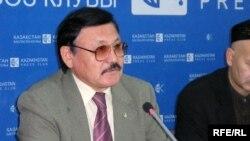 Заң ғылымдары академиясының президенті Сәкен Өзбекұлы, Алматы, 1 желтоқсан, 2008 ж.