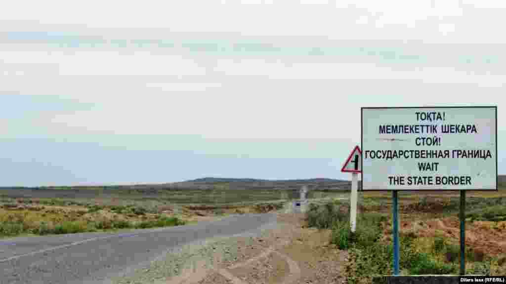 Өзбекстан территориясында қалған Арнасай ауылына алып баратын Шардара – Жетісай тас жолының бойындағы белгі