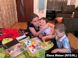 Ирина Жетпісованың үш баласының бірі Даун синдромымен өмірге келген. Теміртау, 12 желтоқсан 2018 жыл.