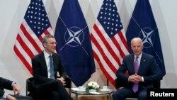 Тогавашният вицепрезидент Джо Байдън се среща с генералния секретар на НАТО Йенс Столтенберг по време на 51-вата Конференция по сигурността в Мюнхен през 2015 г.