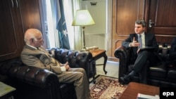 Sartaj Aziz (L) Pakistan's advisor on Foreign Affairs and National security during talks with US Special Representative for Afghanistan and Pakistan, Dan Feldman (R) during their meeting in Islamabad, Pakistan, 28 October 2014.
