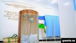 Урна для бюллетеней в здании ЦИК Узбекистана.