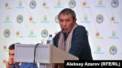 Кинорежиссер Ермек Турсунов, чье выступление не состоялось из-за возмущения противников курорта.