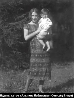 Екатерина Лившиц с сыном. Детское Село. 1926–1927 годы