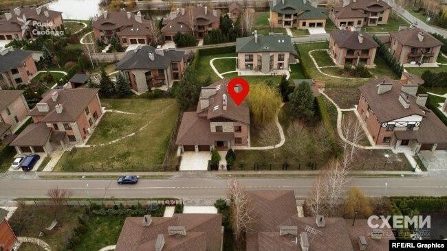 Вказаний метраж цього будинку – 409 квадратних метрів