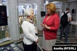 Муса Бигиевның оныгы Алия Янгирова (с) Зилә Вәлиева белән