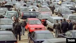 Доля иномарок в общем объеме продаж в России новых машин составит в 2006 году 57%