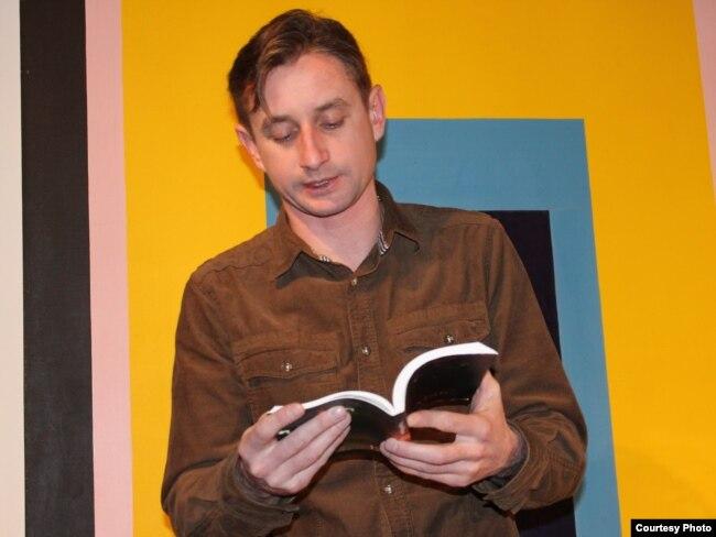 Сергій Жадан під час презентації книжки «Історія культури початку століття», Прага, 7 лютого 2014 року (ілюстраційне фото)