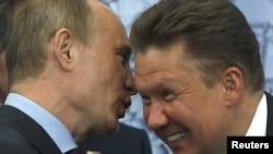 Президент Росії Володимир Путін (ліворуч) та керівник російського «Газпрому» Олексій Міллер. Архівне фото