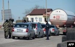 Озброєні «ввічливі люди» в Криму навесні 2014 року