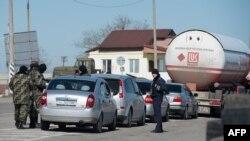"""Вооруженные """"вежливые люди"""" в Крыму весной 2014 года"""